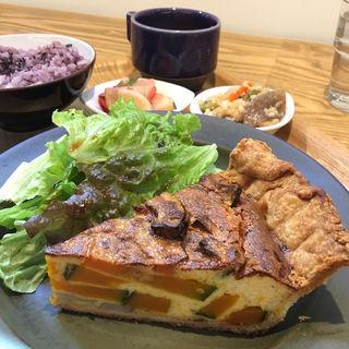 本日のプレート  (長ちゃんカボチャと蓮根のキッシュ)(cafe634)