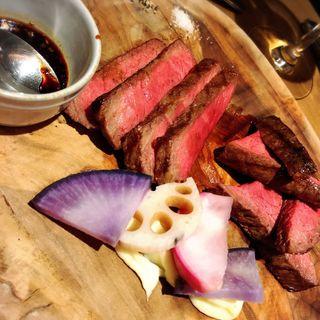 和牛もも肉のグリエ 特製たまり醤油のソースで(GULF's transit table)