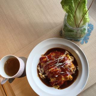 日替わりオムライスランチ(サラダ+スープ+ソフトドリンク付)(イロハズ・カフェ)