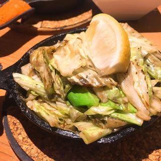 バター風味のアンチョビキャベツ(鉄板バル SOURCE (ソース))