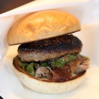 シャラン産鴨もも肉のコンフィバーガー(パリスバーガー )