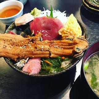 煮穴子一本のせ海鮮丼(市場食堂 さかなや )