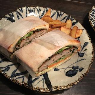 お豆腐と鶏つくねのシャキシャキサンドイッチ(三六○ (cafeらるご 内))