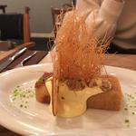 リンゴのパウンド クリスピーウォールナッツとカルバトスソース