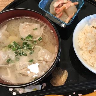 豚汁セット(ファーバル薬局カフェ)