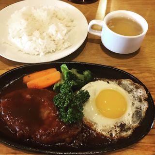 ハンバーグと目玉焼き定食(ハロー自家焙煎コーヒー 唐原店 (hello coffee))