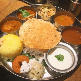 三越前駅周辺で食べられる、本格的なインドカレー8選
