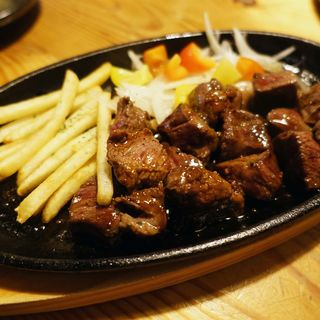 牛ミスジ肉の鉄板サイコロステーキ(さむらい )