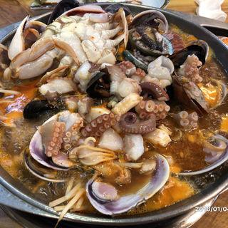 海鮮鍋 (2人前)(済州島 ヘムルタン)