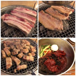 済州産黒豚のサムギョプサルとビビン麺(済州島 ヌゥルポム)