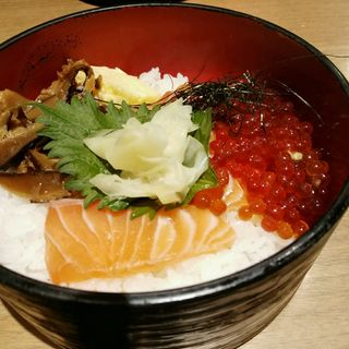 サーモン刺とイクラ丼(海 東京駅グランルーフ店 )