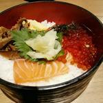サーモン刺とイクラ丼