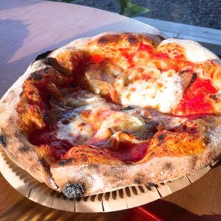 自家製ベーコンとトマトのピザ(イガピザ )