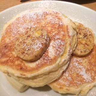リコッタパンケーキ w/ フレッシュバナナ、 ハニーコームバター(bills 横浜赤レンガ倉庫)