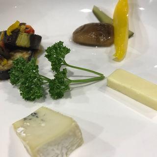 茄子のマリネ・自家製ピクルス・チーズ(キュラソー)