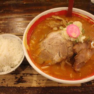ピリ辛味噌ラーメン(ラーメンさんぱち 南8条店 )