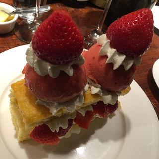 イチゴのソルベ(煮こみや なりた)