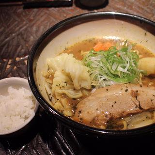スープカリーラーメン(ラーメン研究所 我流る!)
