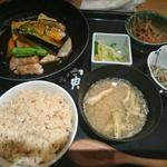 季節の野菜揚げ 黒酢あんかけ定食