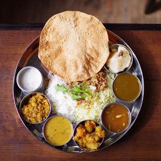 デラックス・ターリー ベジ(インド家庭料理 ミレンガ)