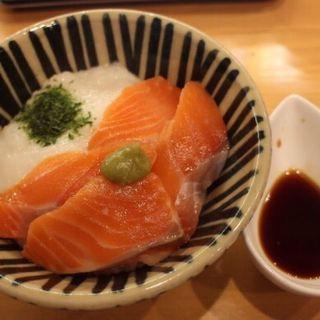 サーモン丼(ほっぺ家はなれ 斗香庵)