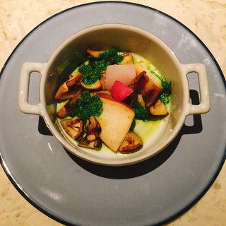 アワビと三浦野菜のローストハーブバター(Dining&Bar TABLE9TOKYO)