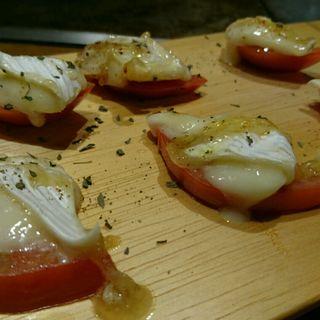 トマトと焼カマンベールdeカプレーゼ(お好み吉田)