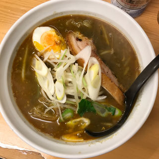黒ゴマカレー担々麺(魔女のカレー (マジョノカレー))