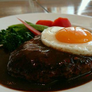 目玉焼きのせ 和牛入りハンバーグ デミグラスソース(レストランASA (アサ))