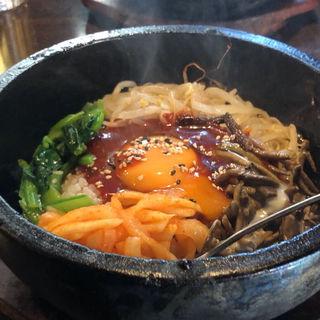 石焼きビビンバ+スープ(辛トォンデジ (シントォンデジ))