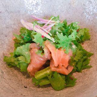 オーストラリア産タスマニアンサーモンの刺身 柚子マリネ(イチスタンダード)