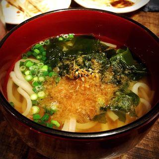 梅わかめうどん(いか玉焼と串カツ マハカラ (MAHAKALA))