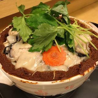牡蠣の土手鍋(鎮守の森 animism bar)