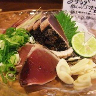 カツオタタキ(居酒屋まるき)