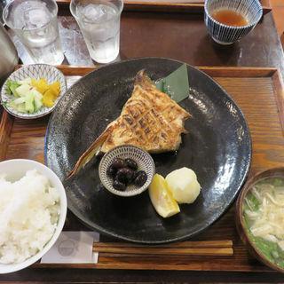 天然ブリカマ焼定食(ごはんや 飯すけ)