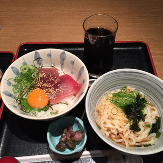 漬けマグロ丼と小さなうどんセット(茶房ひまわり イズミヤ洛北店 )