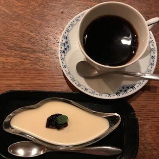 ケーキセット(レアチーズケーキとブレンドコーヒーor紅茶)(COFFEE HALL くぐつ草 (クグツソウ))