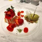 福岡あまおうとレアチーズケーキ 濃厚なピスタチオのアイスと共に