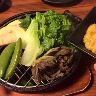 蒸し春野菜 酒盗ソース(居酒屋 とみ )