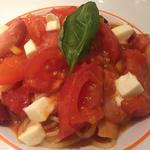 トマトとモッツァレラのパスタ