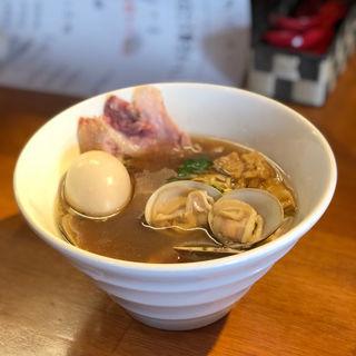 鴨と貝出汁の醤油ラーメン(醤油と貝と麺 そして人と夢 )