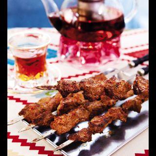 シシ カワプ(子羊肉の串焼き)(ウルムチ フードアンドティー)