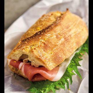 パルマ産生ハムと大葉、ゆずとバターの香り(Camelback sandwich&espresso )