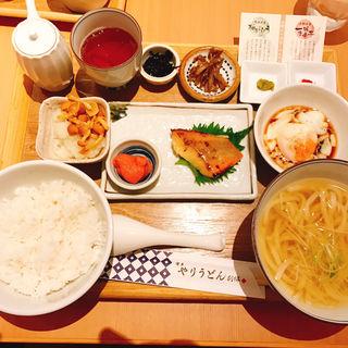 朝定食(博多やりうどん 空港別邸)