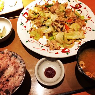 たっぷり野菜の肉野菜炒め定食(やよい軒 栄4丁目店 )