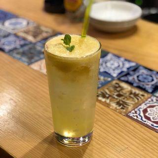 生搾りパインチューハイ(フルーツチューハイ専門店 berry)
