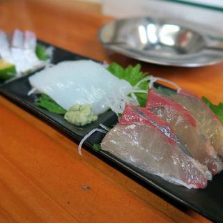 刺身三種盛り(ぶり・イカ・シマアジ)(ポンコツ)