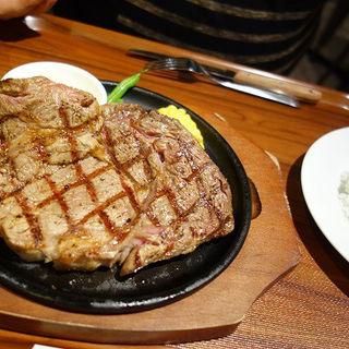 21日間熟成されたオーストラリア産ブラックアンガスビーフの300g (18 1/2 Steakhouse)