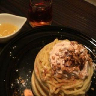 なると金時芋とマロンクリームのモンブランホットケーキ(24/7カフェ アパートメント )