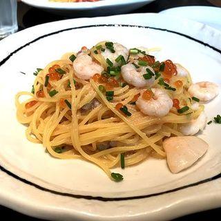 博多ふくや明太子と魚介のスパゲッティ イクラを添えて(37 PASTA)